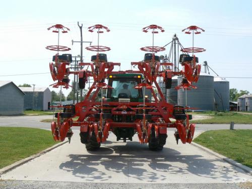 Trium-8-row with hydraulic fold for easy transportation